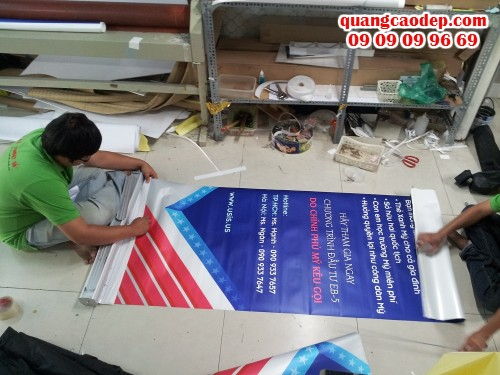Lắp banner cuốn cho banner,poster in PP từ In Kỹ Thuật Số